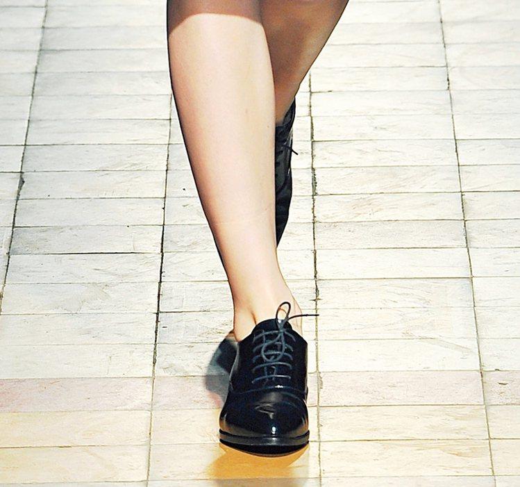 低鞋口紳士鞋。鞋/LANVIN。圖/大美人提供