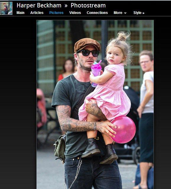 「貝小七」哈潑貝克漢穿粉紅色洋裝搭黑色馬汀大夫靴,混搭模樣超可愛。圖/擷取自zi...