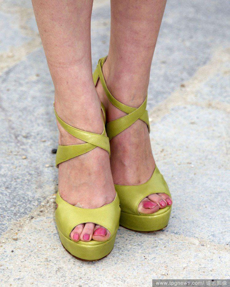 粉綠色高跟鞋典雅迷人。圖/達志影像