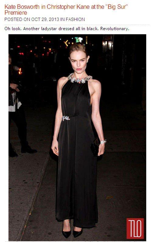 凱特柏絲沃身上這件Christopher Kane 黑色緞面禮服領口和腰間月桂葉...