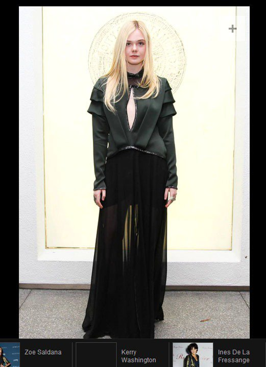 艾兒芬妮身上這件 Rodarte 軍綠色上衣拼接黑色紗裙的服裝看起來有種「身手矯...