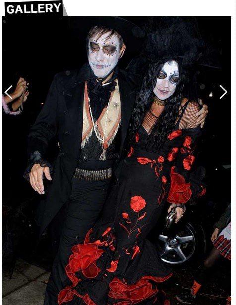 凱特摩絲和老公 Jamie Hince 扮成鬼夫妻一同現身萬聖派對。圖/擷取自h...