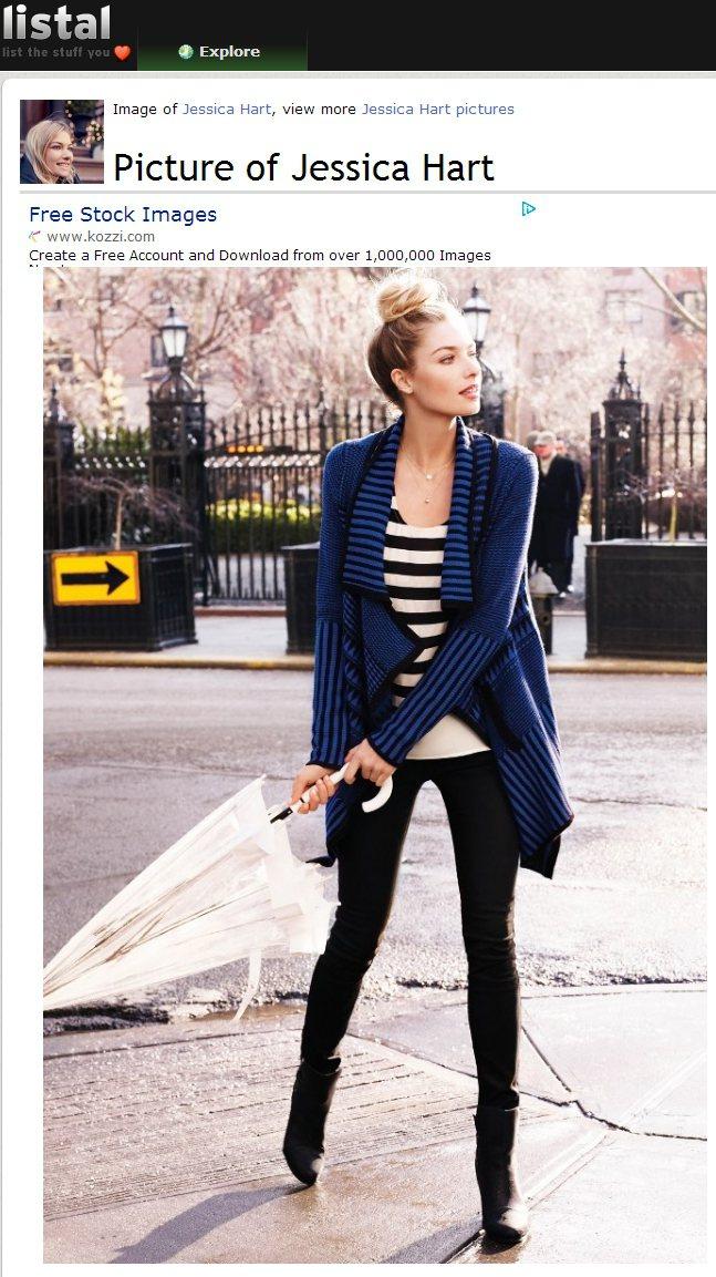 Jessica Hart在條紋針織外套下又穿了黑白條紋衣,藍白色調與不同的黑色線...