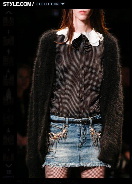 擁有可愛領結的圓點襯衫讓針織、毛衣外套俏皮起來,而皮裙與牛仔裙則削去了過度的甜心...