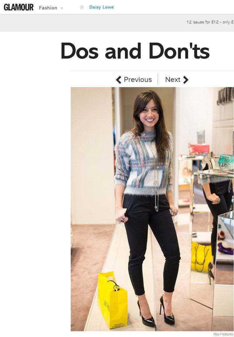 Daisy Lowe的格紋毛衣搭配皮褲、高跟鞋,卻讓她顯得知性又秀麗。圖/擷取自...
