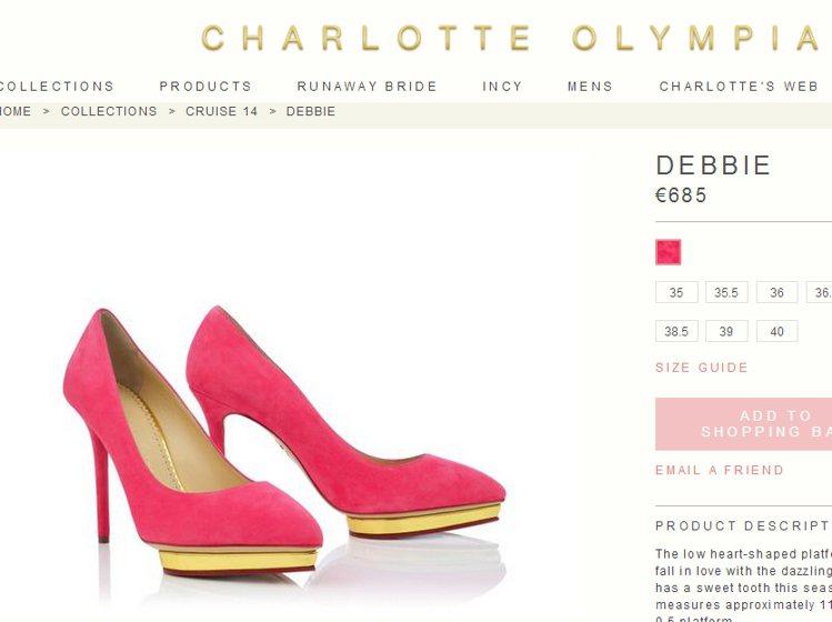 當經典麂皮遇上了桃紅色,便讓高跟鞋多了一股俏麗柔媚的女人味。圖/擷取自charl...