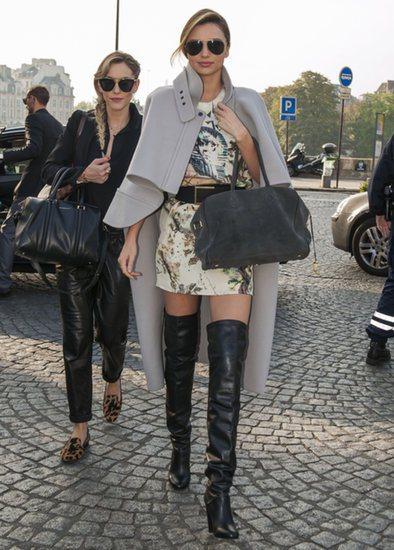 米蘭達柯爾掌握靴口與裙襬距離3~4公分的關鍵距離,成功打造微性感的時尚風采。圖/...