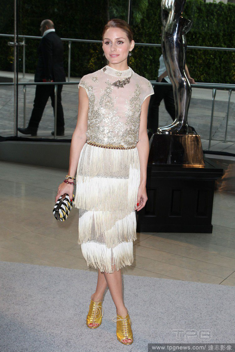 Olivia Palermo 的穿衣品味一向無可挑剔,但這身閃耀的「流蘇蛋糕裙」...