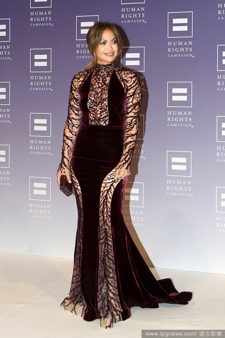 珍妮佛羅培茲(Jennifer Lopez)穿的 Zuhair Murad 紫色...