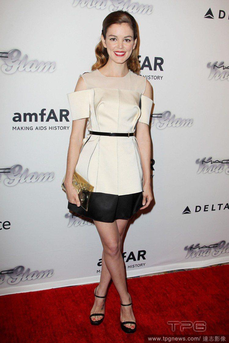 女星 Nora Zehetner 的結構式小洋裝充滿太多剪裁細節,過度設計的結果...