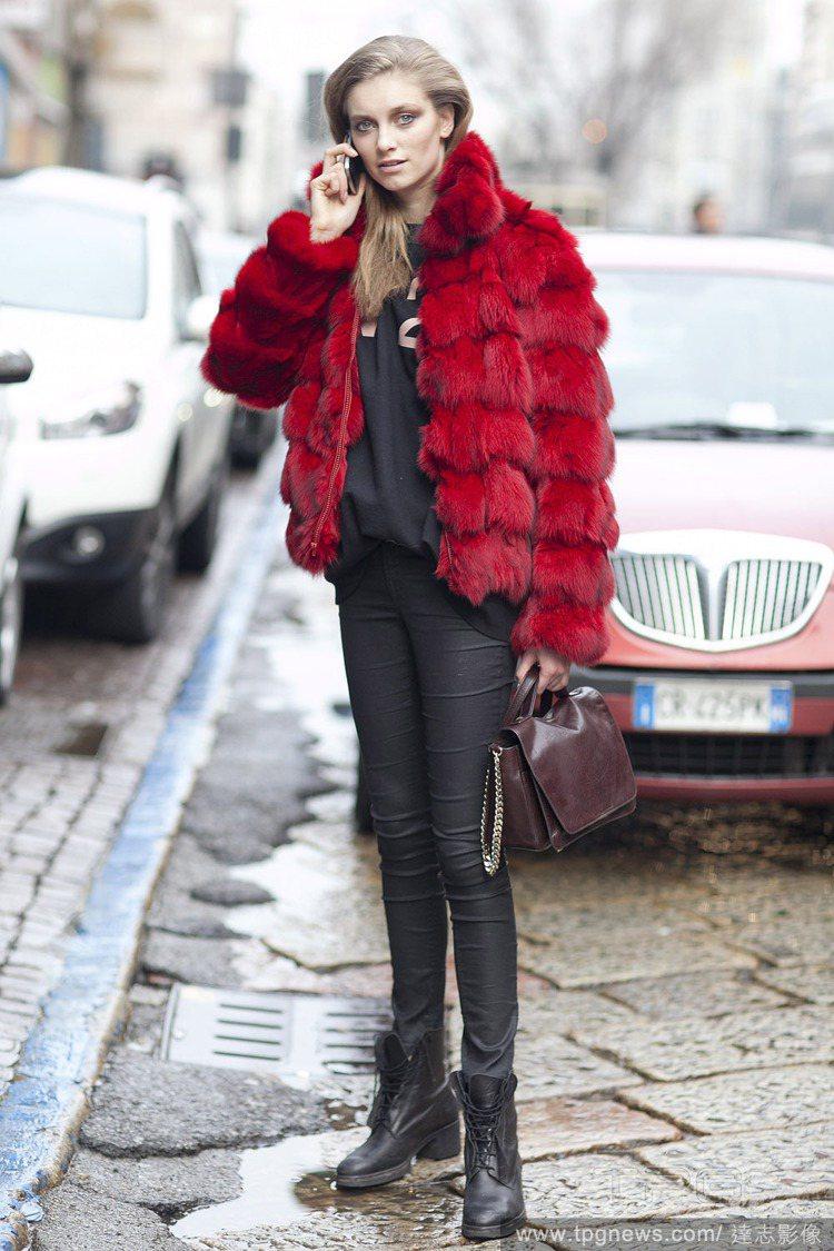 華麗優雅風:本身造型就常顯得過於高調的皮草,要怎麼穿出貴氣而不是俗氣?建議選擇個...