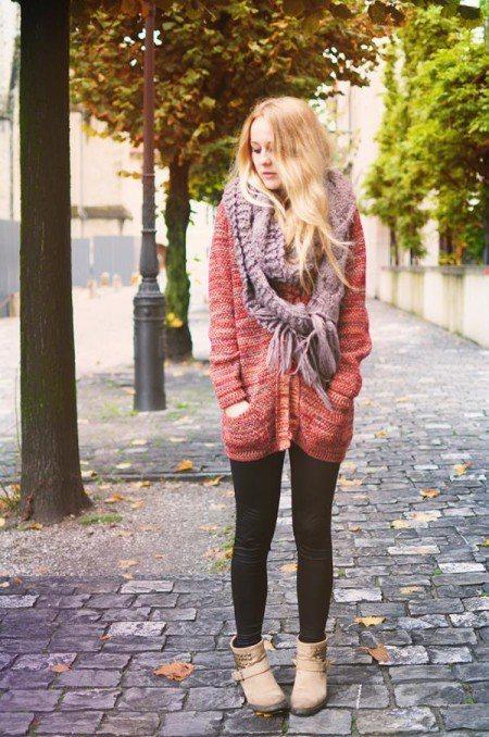 可愛甜美風:看來較休閒的針織外套搭圍巾透著嬉皮年代的隨性。圖/RE.MU提供,選...