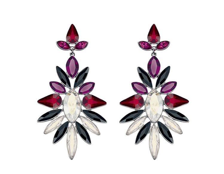花朵形狀彩鑽風耳環。圖/大美人提供