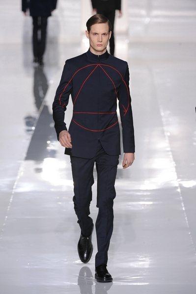 個人意見:Dior Homme-中間的圓形加三角形可以招魂或引來外星人嗎!推薦給...