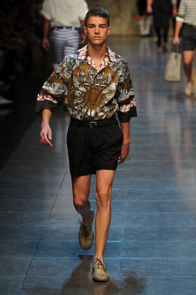 個人意見:Dolce & Gabbana-這種融合了純真與暴力的搭配實在不是容易...