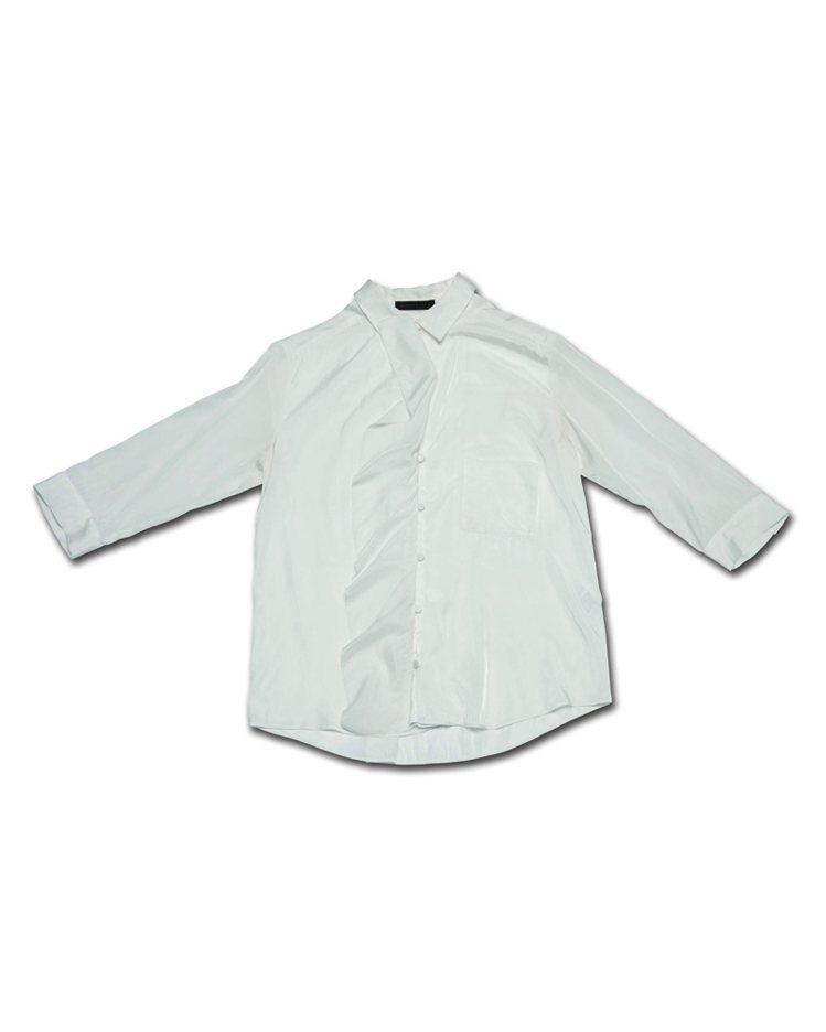我好愛穿白襯衫,白襯衫充滿了濃濃的法國味和法國女人的優雅,衣櫃裡沒幾件白襯衫的女...