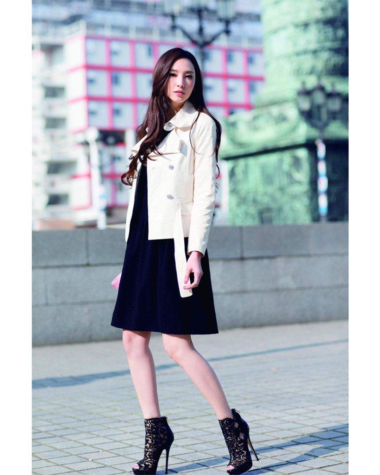 優雅的洋裝與高跟鞋,打破規則套上皮衣外套,是我很喜歡的穿搭組合。圖/平裝本出版