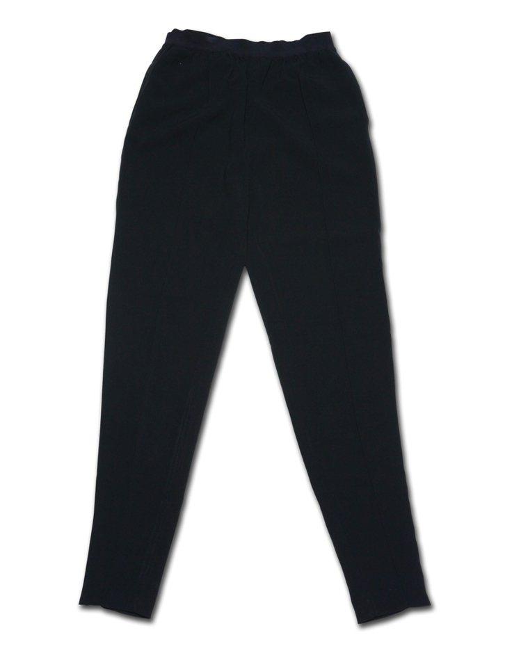 西裝褲的款式有著各式各樣的變化,緊身煙管的九分西裝褲是我最推薦的款式。圖/平裝本...
