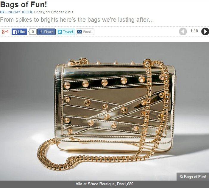 金屬感手拿包可讓甜美洋裝扮相不會「太死甜」。圖/擷取自ahlanlive.com
