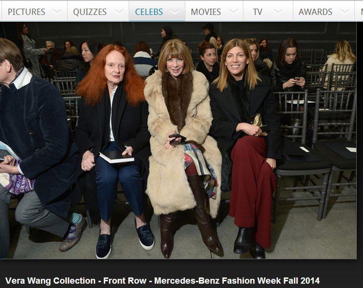 安娜溫圖(Anna Wintour )穿著淺棕色皮草大衣時,也以深咖啡色皮草圍巾...