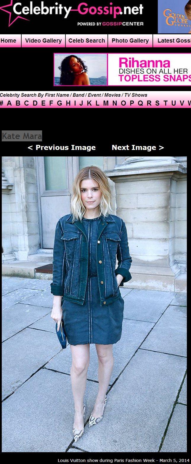 Kate Mara 簡單地套上藍色連身裙與同色外套展現率性風範,有如水彩渲染過的...
