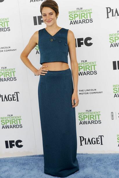 Lyn Devon 這身綠色套裝雪莉伍德莉以「大露腰」的穿法展現她青春無敵的活力...