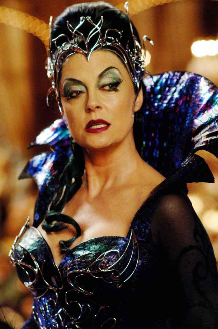 《曼哈頓奇緣》中由資深女星蘇珊莎蘭登飾演的皇后,其實是將《睡美人》中的 Male...