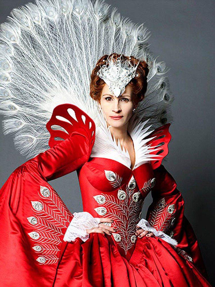 茱莉亞羅勃茲在2012年的《白雪公主》真人電影《魔鏡魔鏡》中飾演壞皇后,角色個性...