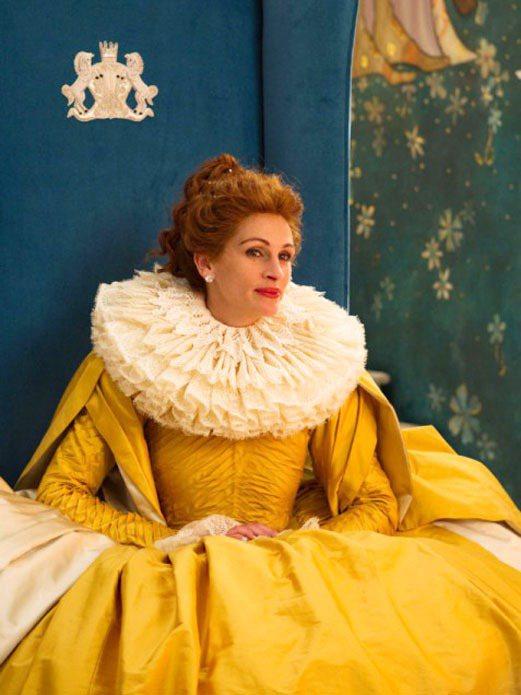 茱莉亞羅勃茲在2012年的《白雪公主》真人電影《魔鏡魔鏡》中飾演壞皇后,她的造型...