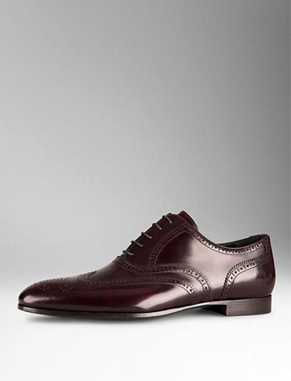 皮革翼尖布洛克鞋。圖/BURBERRY提供