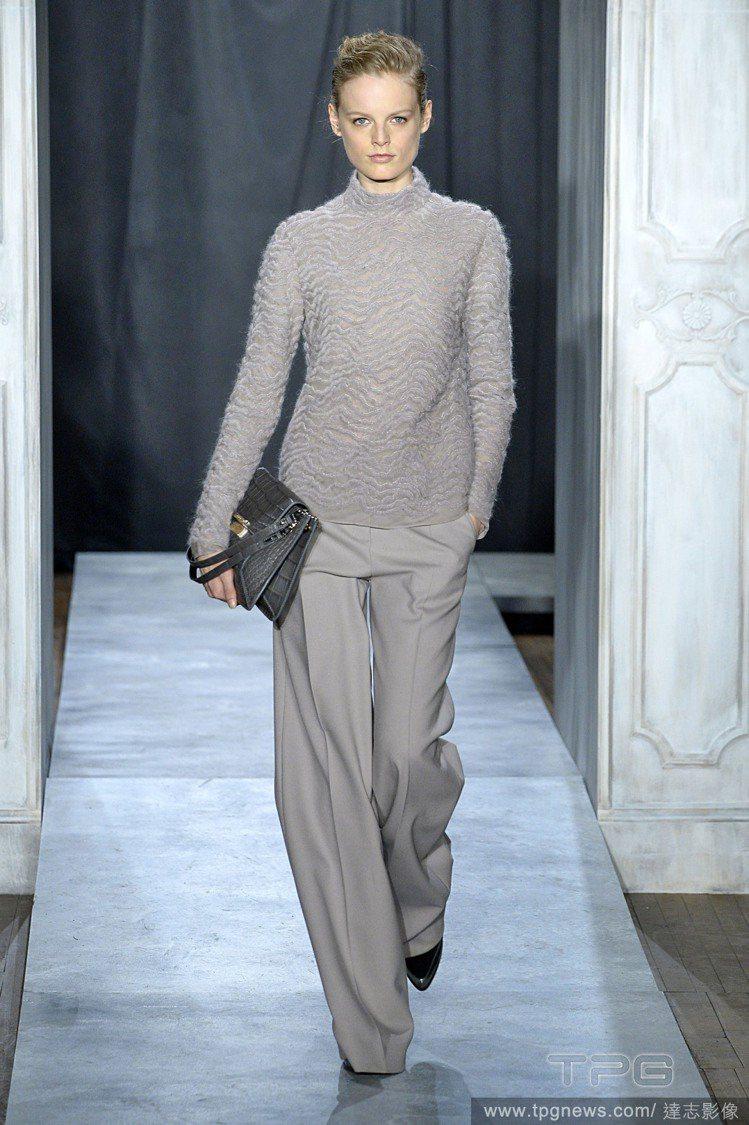 Jason Wu 用輕盈的西裝布料打造柔滑舒適的寬版褲。圖/達志影像