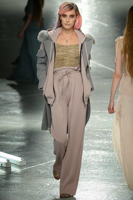 Rodarte 透膚雪紡紗高腰款式增添了浪漫色彩,各式粉嫩、飽合亮色讓寬版褲也能...