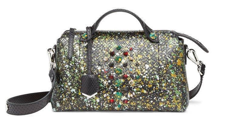 Fendi皮包以多元色彩潑漆、彩色鉚釘詮釋,猶如藝術品。圖/Fendi提供