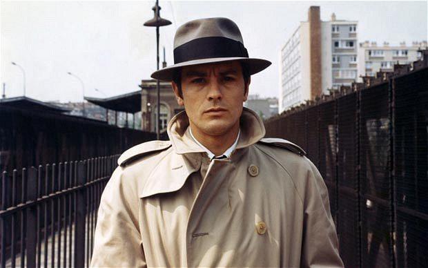 1967年的老電影「冷命殺手」(LE SAMOURAI),亞蘭德倫穿Aquasc...