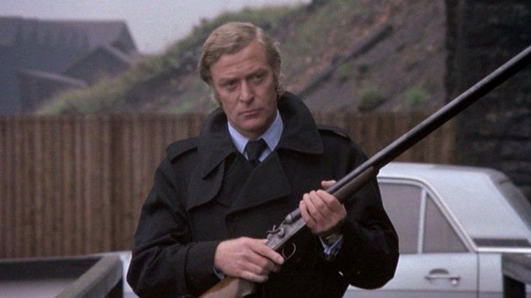黑幫電影「Get Carter」(1971年)中,米高肯恩穿Aquascutum...
