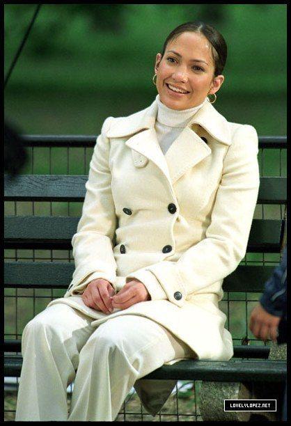 2003年「女傭變鳳凰」中,翹臀珍偷穿客人送洗的Dolce & Gabbana風...