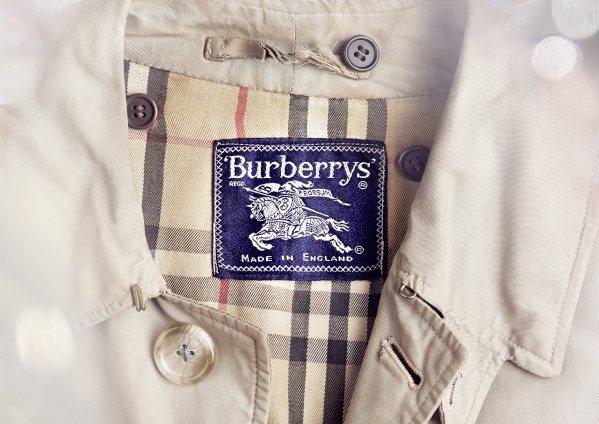 Burberry風衣的內裡採用經典格紋,歷經百年都未改變。圖/Burberry提...