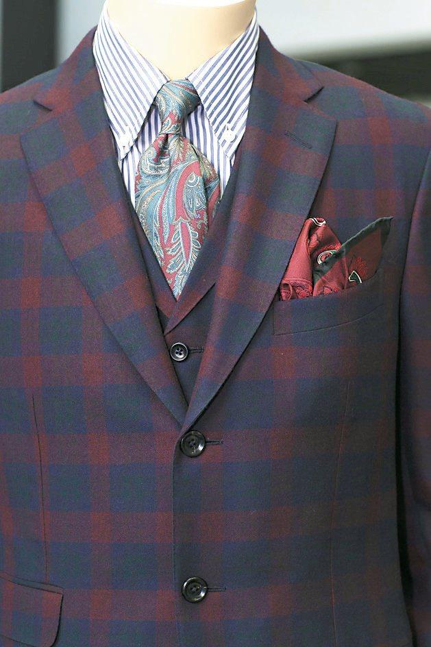 配件:西裝背心長度略低於腰帶。領帶寬窄要和西裝和襯衫領片配合協調。簡化皮帶扣頭,...