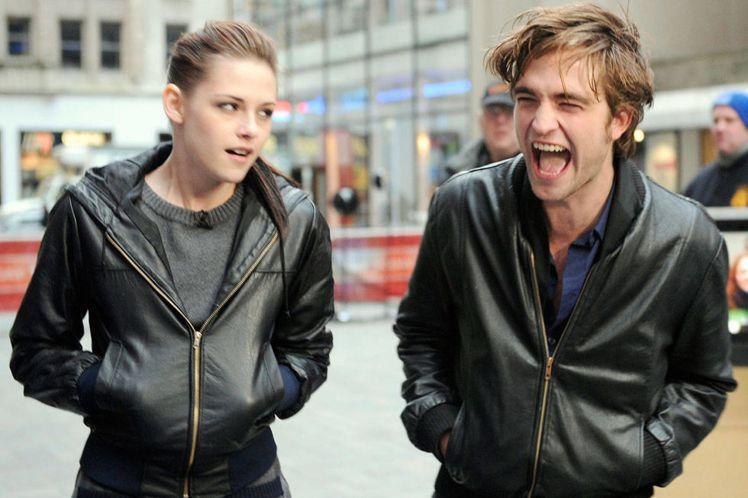 克莉絲汀史都華 & 羅伯派汀森,兩人不約而同的穿上皮衣,顯見兩人個性充滿...