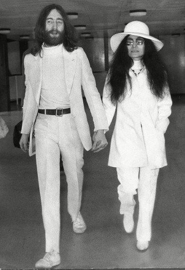 約翰藍儂&小野洋子,文青穿搭界翹楚絕對是他們莫屬。兩人在機場被拍到穿著一...