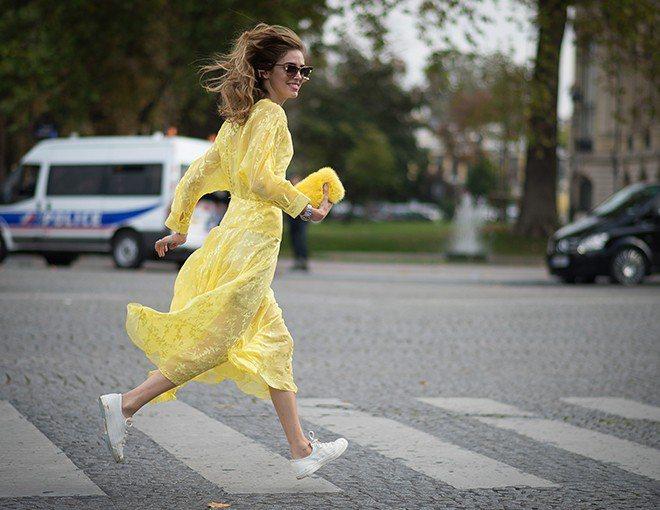 如果你想穿長一點的裙子,乾脆就選擇長裙或連身長洋裝好了。反正長裙讓人無法一眼看透...