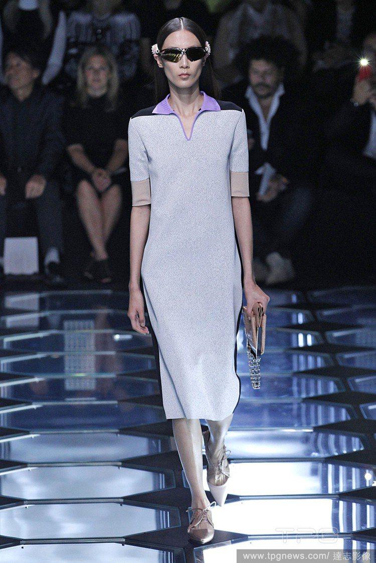 色塊與簡約剪裁讓POLO洋裝優雅起來,Balenciaga 2015 春夏系列。...