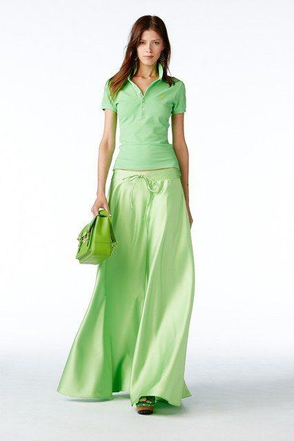 紗裙和飄逸的蓬裙款式,為POLO 衫增添浪漫女人味。圖/擷自vogue.co.u...