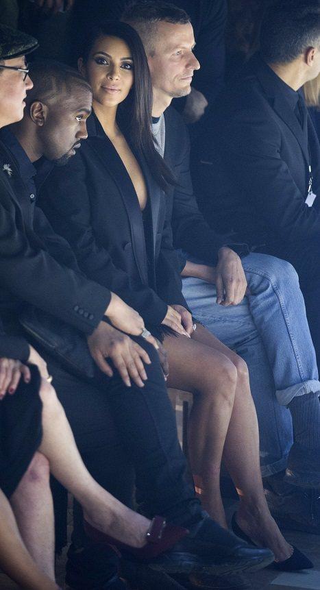 知名夫妻檔肯伊威斯特、Kim Kardashian 應邀出席看秀。圖/美聯社