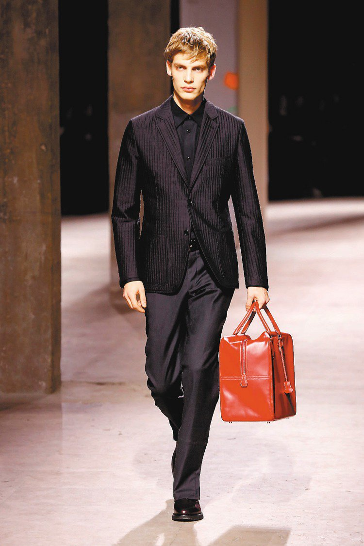 愛馬仕秋冬男裝回歸品牌低調、陽剛與奢華的風格。圖/美聯社