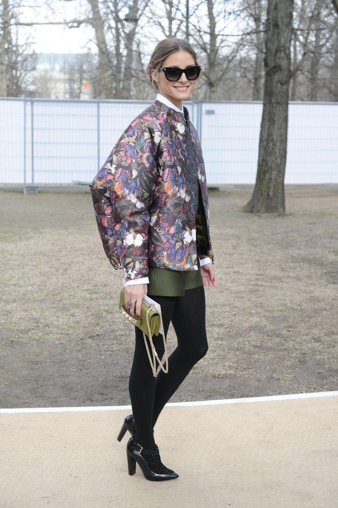 奧莉薇亞巴勒莫穿VALENTINO早秋服裝出席時裝秀。圖/VALENTINO提供