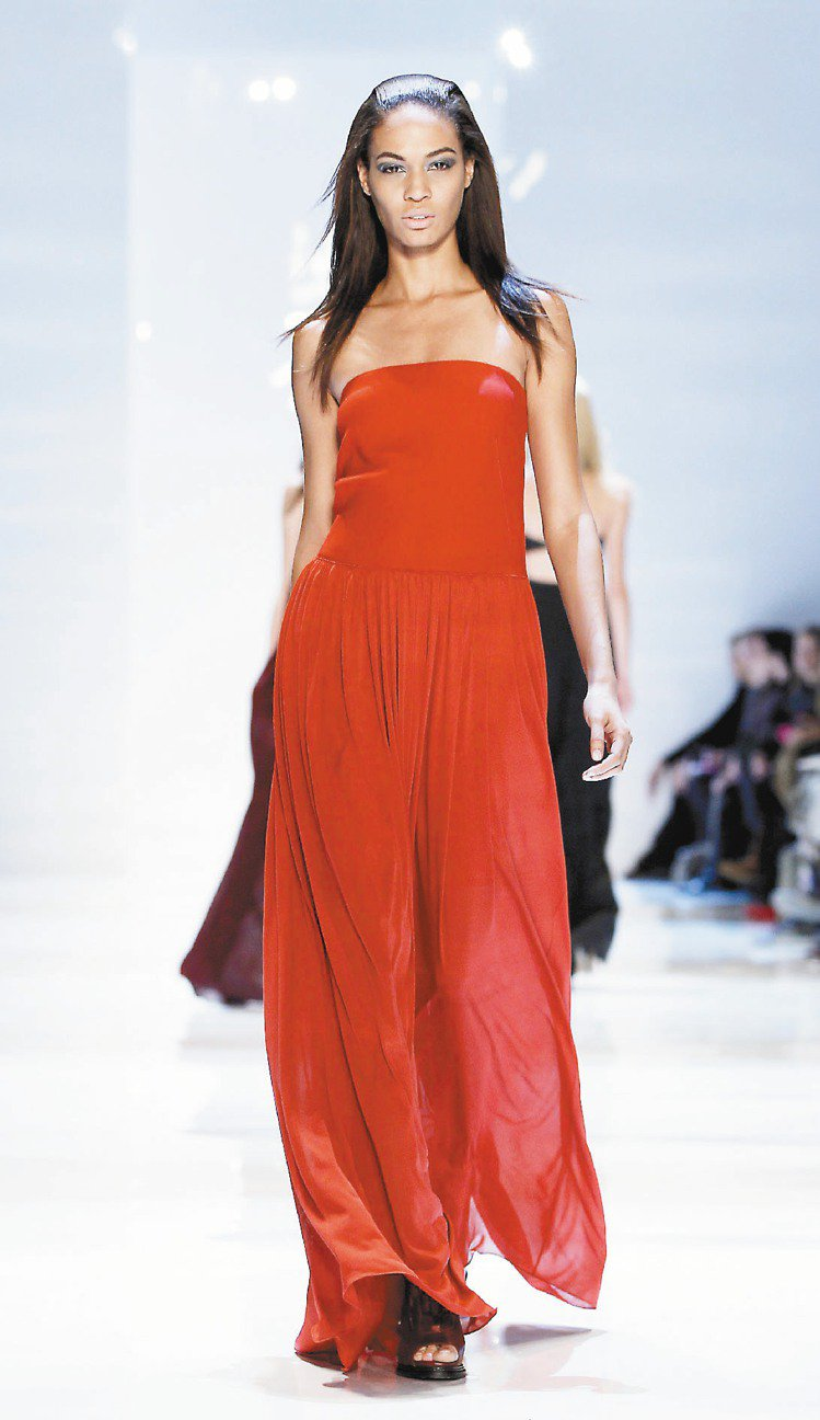 Derek Lam仿若希臘女神般的禮服,飄逸中展現精巧的製作工藝。圖/路透社