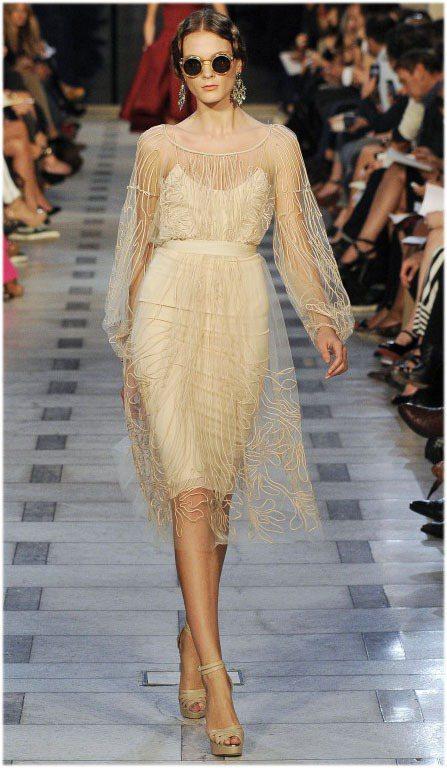 薄紗洋裝典雅細膩。圖/達志影像