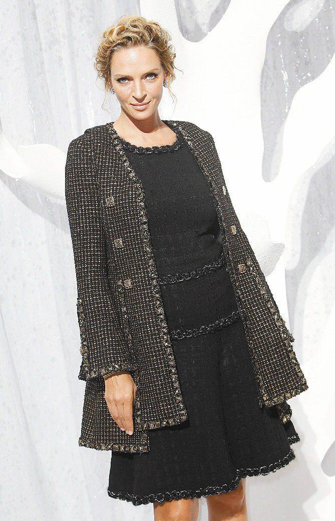 烏瑪舒曼出席香奈兒服裝秀。圖/美聯社