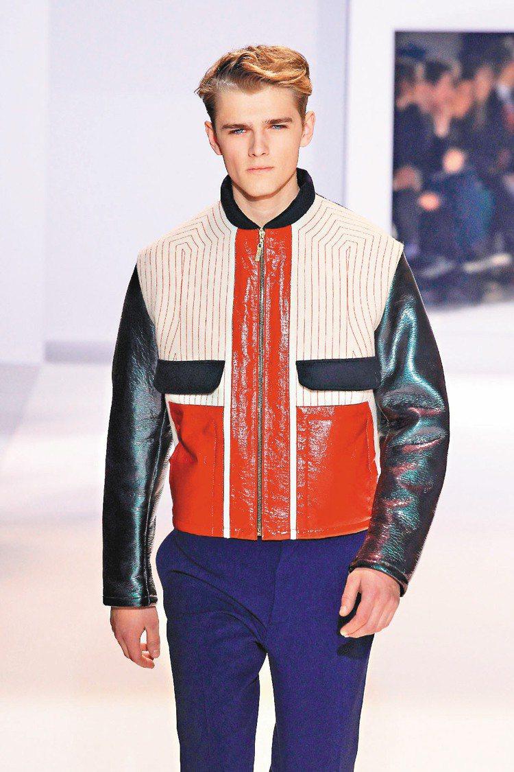 Christian Lacroix夾克,巧妙呈現十字設計。圖/法新社